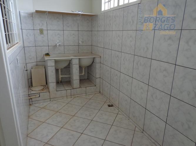 03 quartos sendo 01 suíte, banheiro social, sala, cozinha, lavanderia e 02 vagas de garagem. 01...