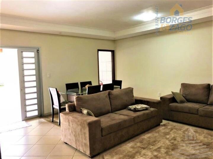 casa com ótimo acabamento, sendo 02 quartos, 01 suíte com armários embutidos, ar condicionado, sala, cozinha...