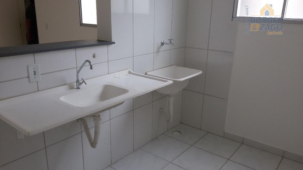 02 quartos, sala, cozinha, wc social, uma vaga na garagem, portaria 24 horas e play ground.