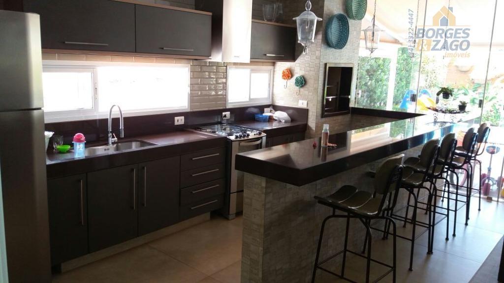 ótima casa, com alto padrão construtivo, sendo: 04 suítes, todas com armários, salas de estar e...