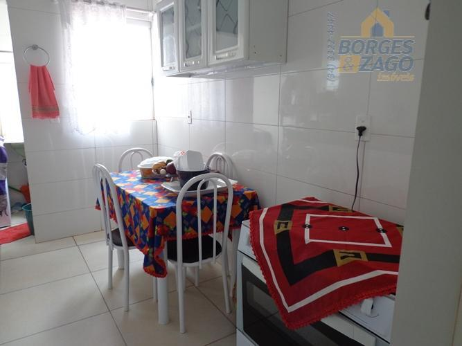 02 quartos sendo 01 suíte, sala, banheiro social, cozinha com armário em baixo da pia, lavanderia...