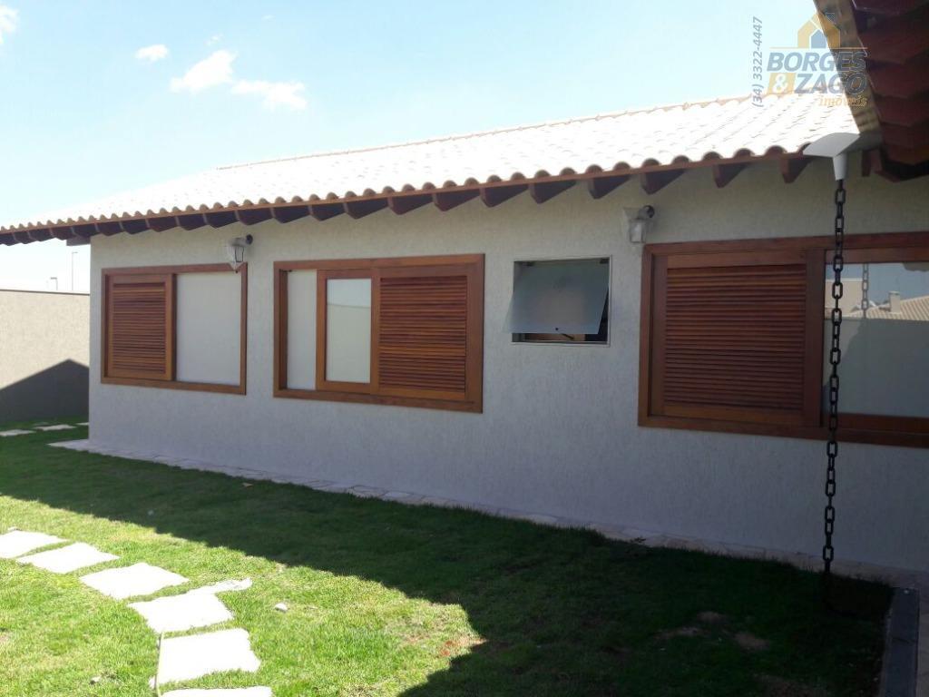 excelente casa, nova, em alto padrão construtivo. com 03 quartos, sendo 02 suítes com armários, uma...