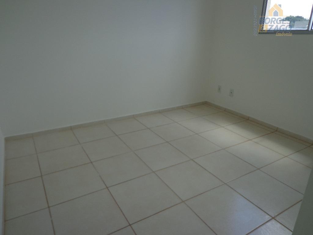 apartamento sendo 02 quartos,banheiro social com armário e box ,cozinha com armário,sala,lavanderia,01 vaga de garagem descoberta,área...