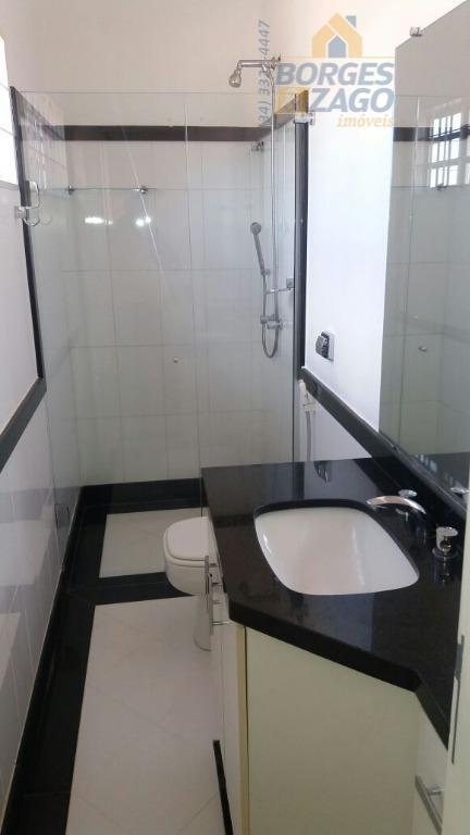 ótimo sobrado de 03 quartos,sendo 01 suite master com armário,banheira de hidromassagem e wc social no...