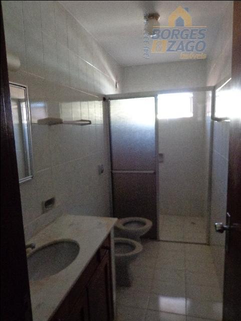 03 quartos sendo 01 suíte com armários, banheiro social, sala com sacada, cozinha com armário em...