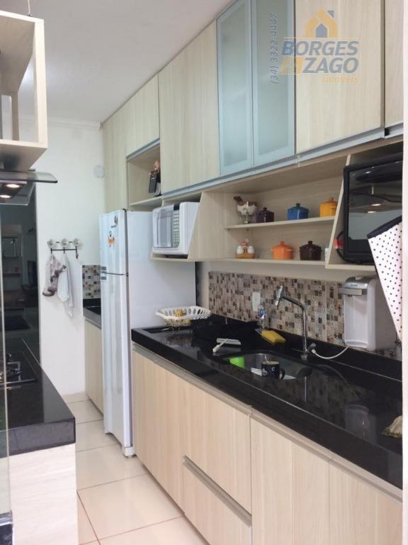 ótima casa de 03 quartos,sala copa,cozinha com armário planejado,ilha com coifa,jardim de inverno,lavanderia,área externa com varanda(semi...
