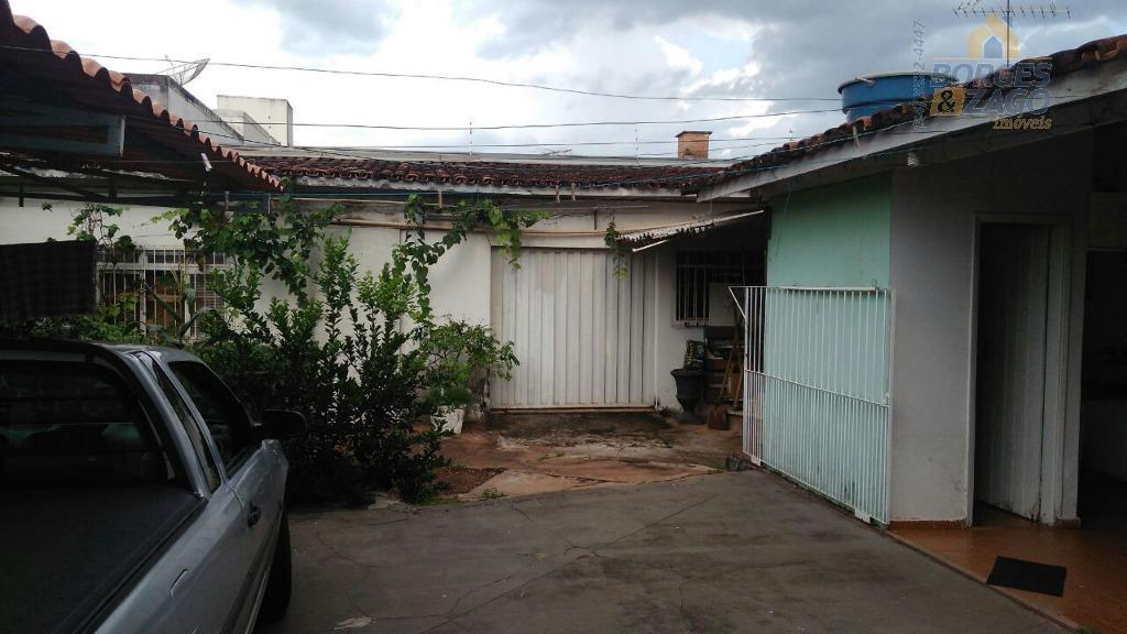 imóvel para investimento. - são 2 casas em um terreno grande próximo ao centro, sendo uma...