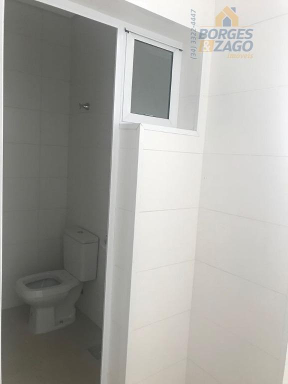 novo - 03 suítes todas com armários, ampla sala com varanda gourmet, cozinha americana com armário...