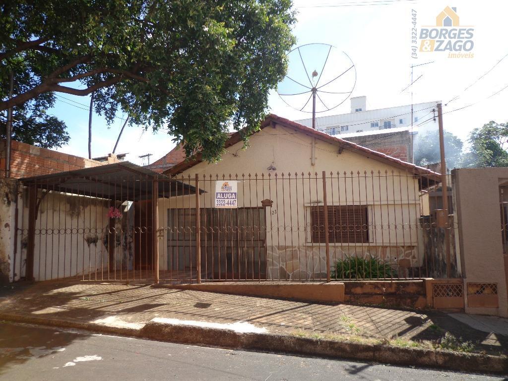 Casa residencial para locação, Vila Maria Helena, Uberaba.