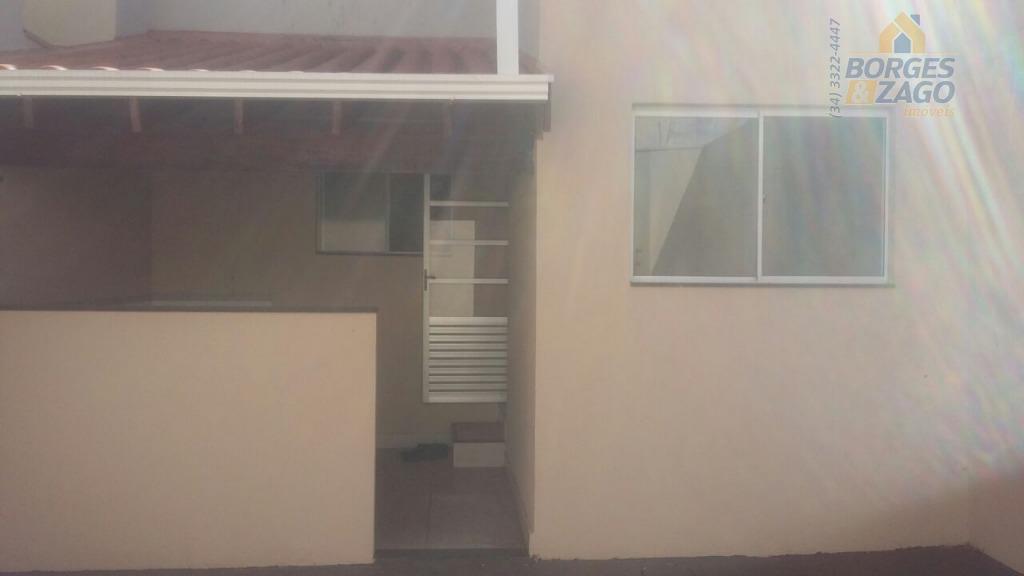 sobrado. 02 quartos, banheiro social com armário, sala, copa, cozinha, lavanderia, quintal e 02 vagas de...