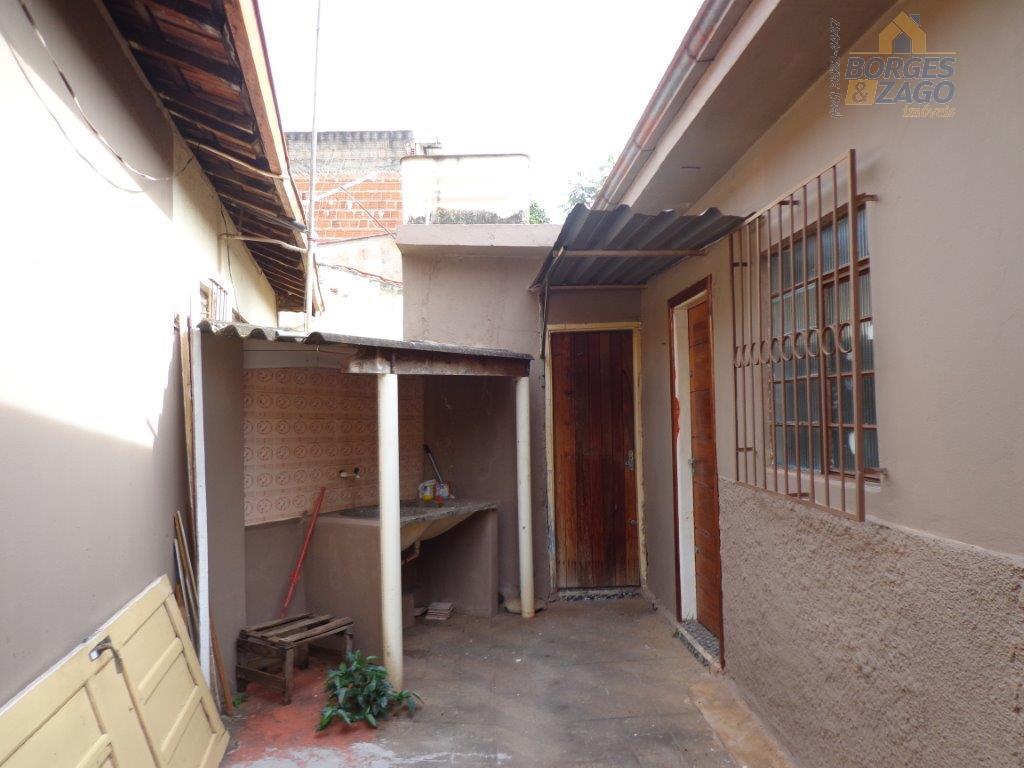 02 quartos,banheiro social,sala,cozinha,área de serviço.(66738)