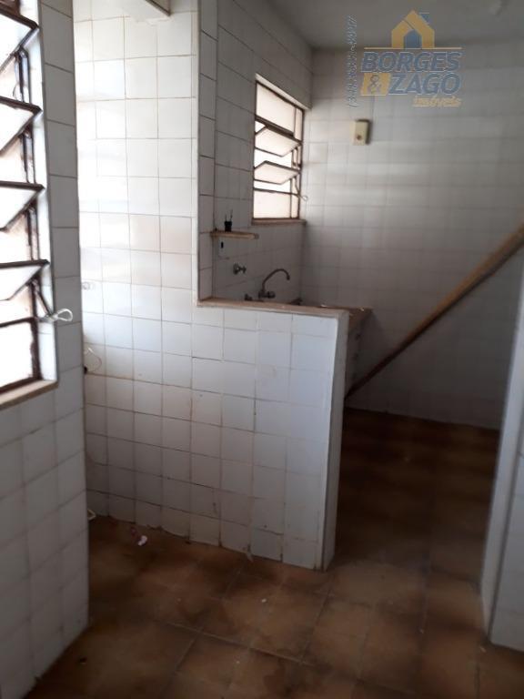 03 quartos,sala,banheiro social,cozinha,banheiro de empregada,área de serviço,01 vaga de garagem coberta.