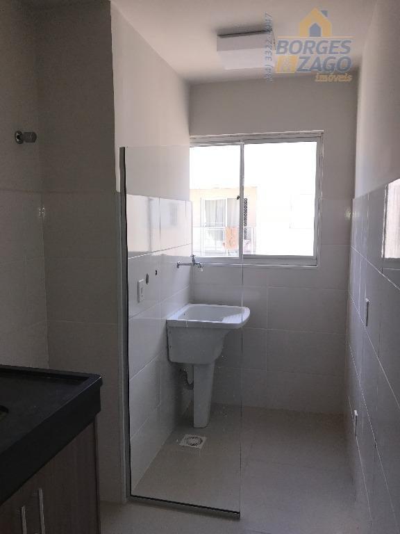 02 quartos com armários, banheiro social com armário e box de blindex, sala com sacada, cozinha...