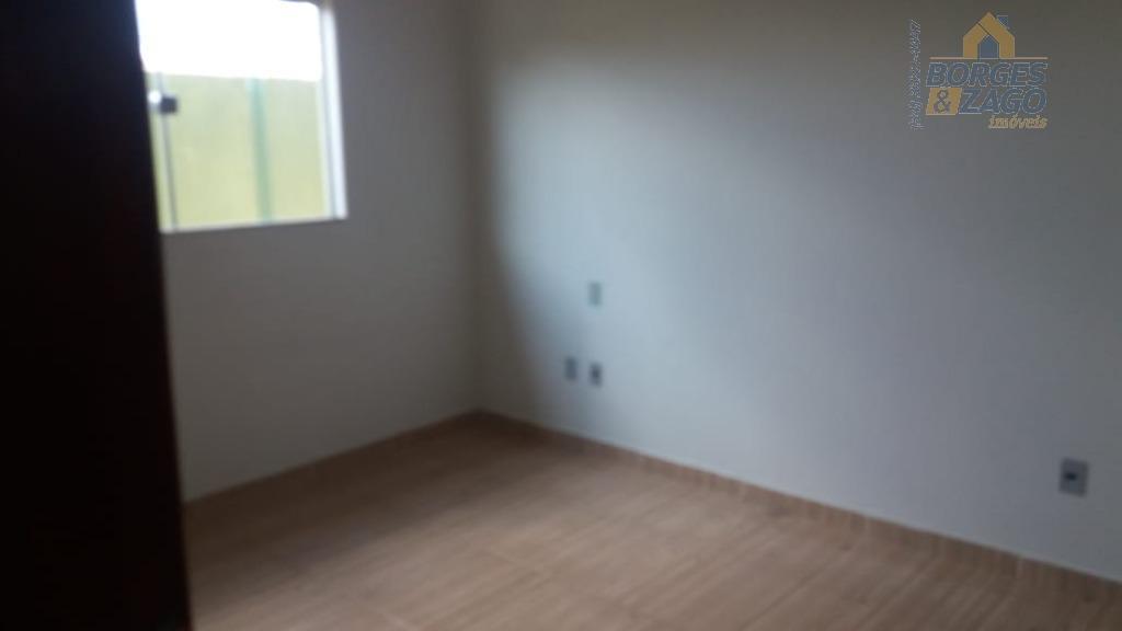 são 02 casas em um terreno com entradas individuais,sendo 02 quartos,sala,cozinha,wc social,varanda e garagem para 02...