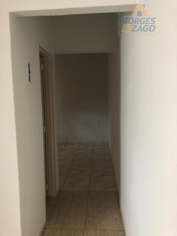 02 quartos sendo 01 suíte, sala, banheiro social, cozinha, varanda, lavanderia, garagem e quintal.