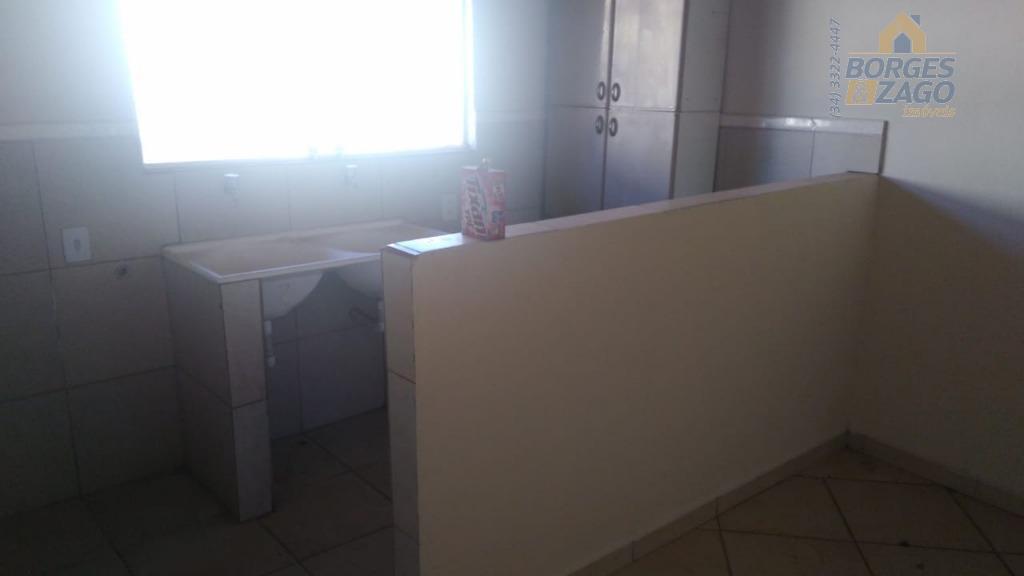 ótima casa construída em recuo de 02 quartos planejados,wc social,sala,cozinha americana planejada,varanda,área de serviço coberta,comodo de...