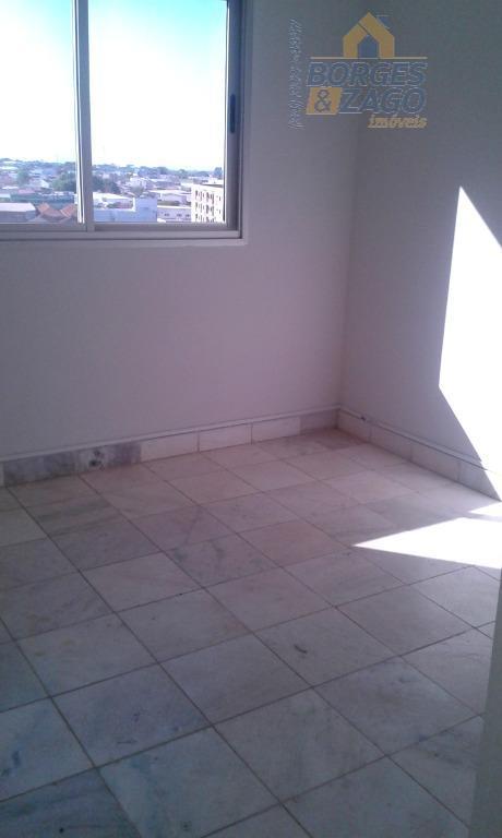 03 quartos sendo 01 suíte com armários, suíte com painel para tv e ar condicionado, hall...