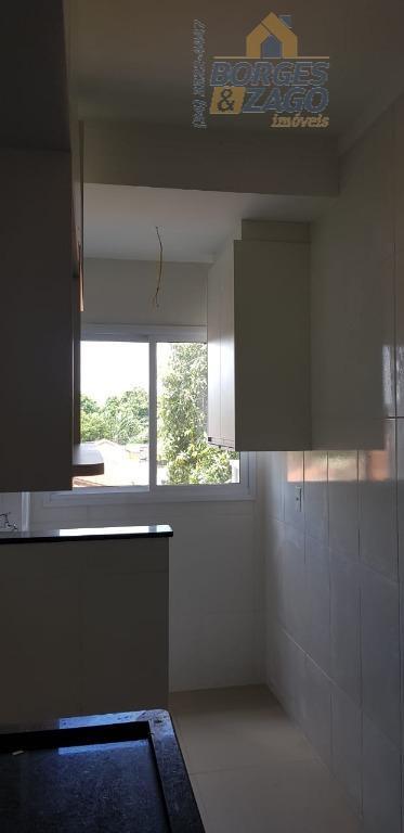apartamento novo. 03 quartos sendo 01 suíte com armários e sacada, banheiro social com armário, espelho...