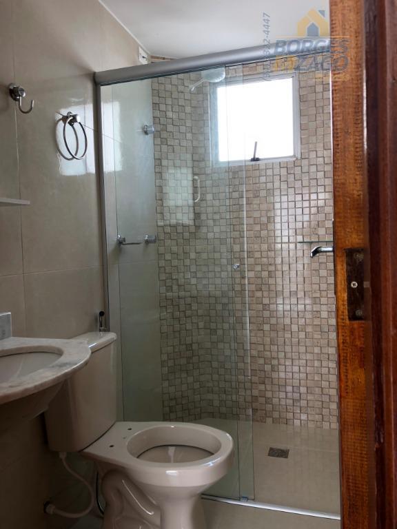 02 quartos , sala 02 ambientes, banheiro social com box, cozinha, lavanderia, 01 vaga de garagem...