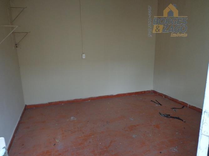 03 quartos sendo 01 com armário, banheiro social, 02 salas,cozinha,banheiro,comodo de despejo,lavanderia e 02 vagas de...