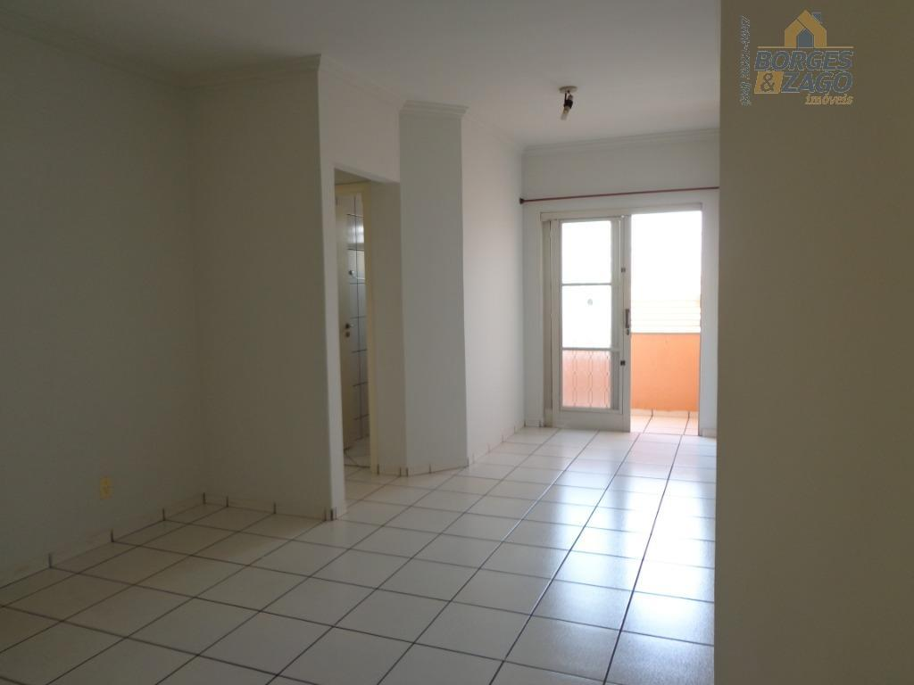 ótimo apartamento. 02 quartos com armários, banheiro social, sala com sacada, cozinha planejada, lavanderia e 01...
