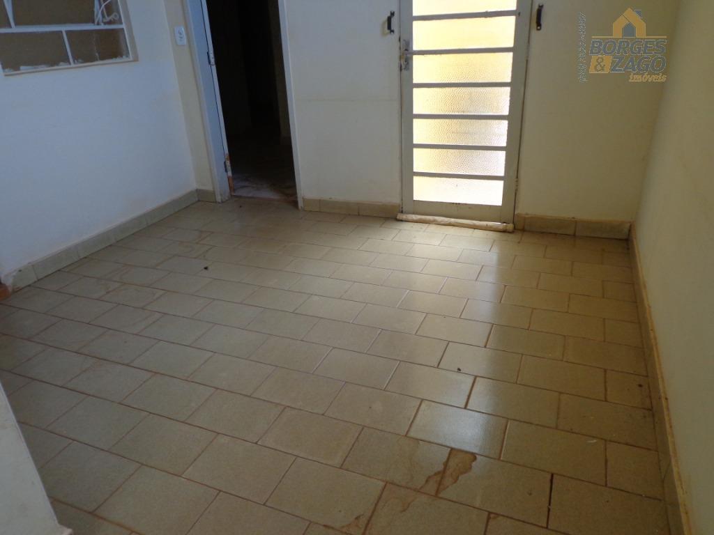 04 quartos, banheiro social, 02 salas, lavabo, cozinha com armário em baixo da pia, lavanderia com...