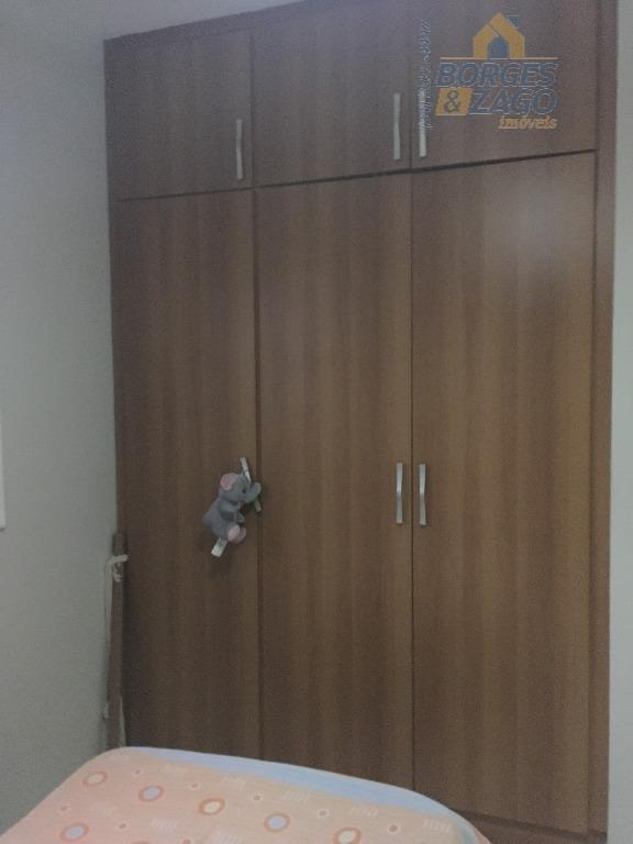 03 quartos sendo 01 suite todos com armários, box em blindex ; banheiro social com armários...