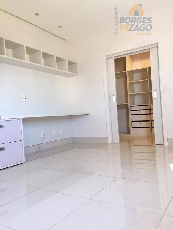 ótima casa, com 02 pavimentos - térreo - sala 03 ambientes, escritório com banheiro, cozinha planejada,...