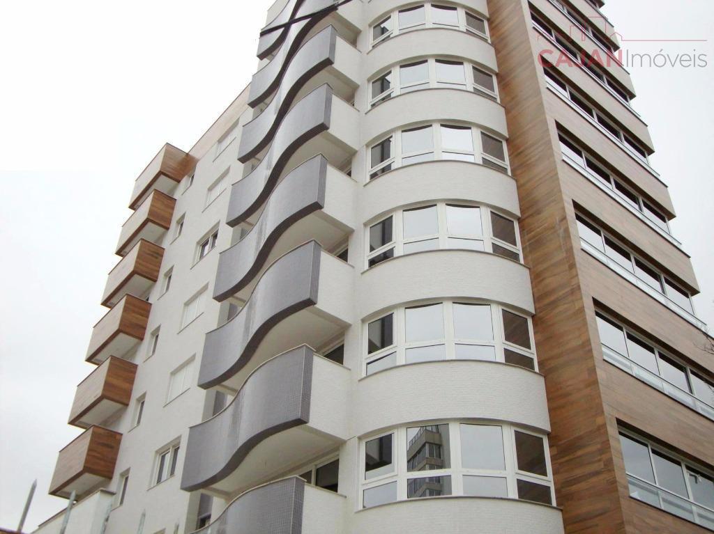 Apartamento de 3 dormitórios (2 suítes) com 2 vagas de garagem no bairro Menino Deus