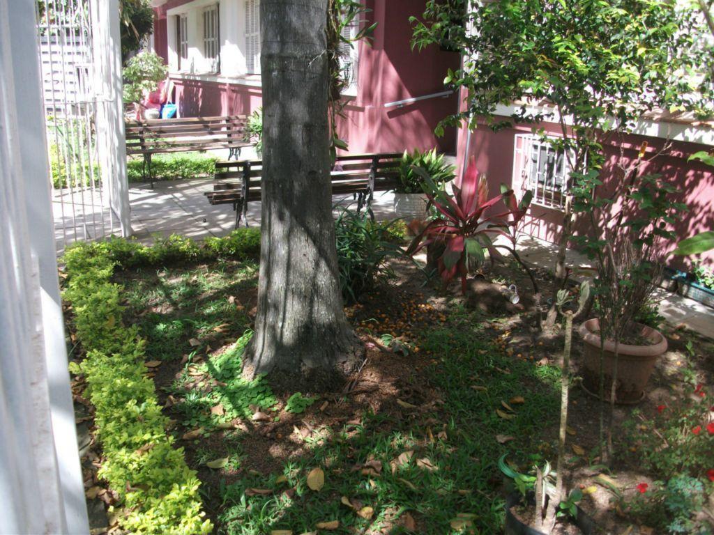 vende excelente apartamento todo reformado, com 02 dormitórios, sala , cozinha,banheiro, terreo com 02 patios.predio pequeno...