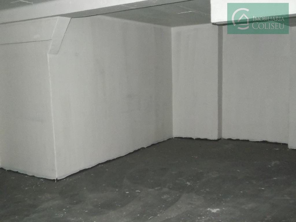 loja de térrea, 97m² de área privativa, piso cerâmica, 01 banheiro, com mezanino. próximo a rua...