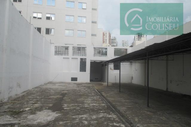 lojão com 168m2 na parte frontal com pé direito de 06 m, 02 banheiros,02 portas de...