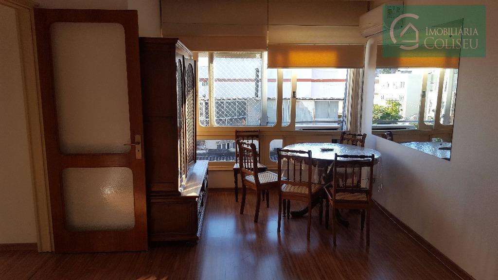 2 dormitórios em localização privilegiada no menino deus. muito iluminado e ventilado, pega sol em todas...