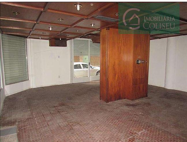 excelente loja comercial de esquina, possui aproximadamente 100m² sendo  50m² mezanino, possui 01 banheiro, piso cerâmico.