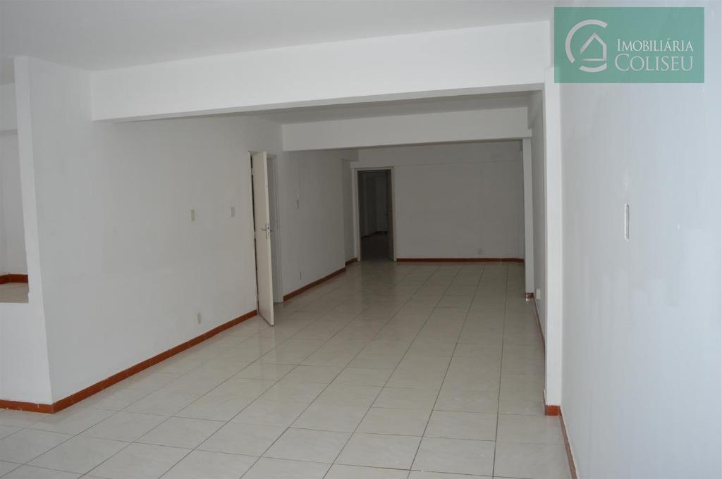 prédio de 3 andares na barros cassal quase independência, excelente para cursos e escolas. possui elevador...
