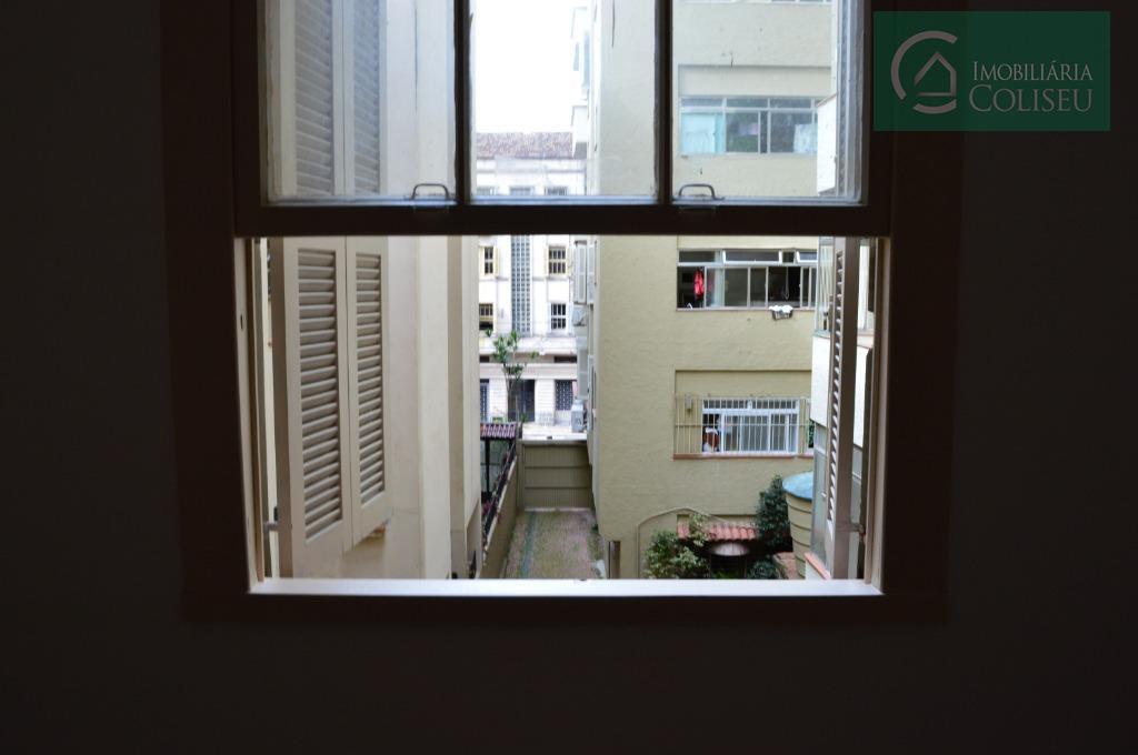 amplo três dormitórios no bom fim, com dependência de empregada, 90m² privativos, ao lado do colégio...