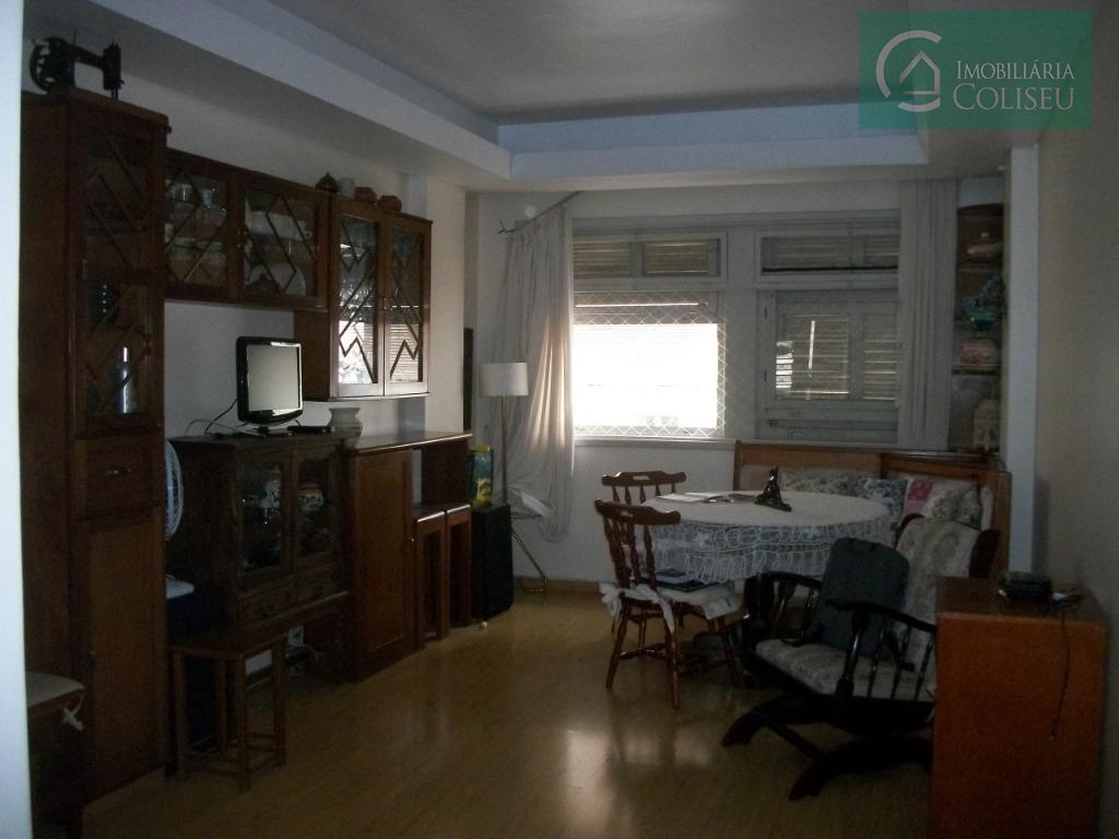 vende apartamento de 2 dormitórios no centro histórico de porto alegre, living 2 ambientes, cozinha, area...