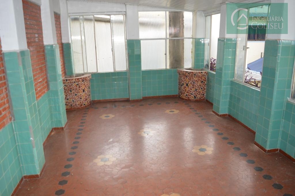aluga excelente sobrado comercial de 280 m² próximo da av. farrapos. primeiro andar 4 peças amplas...