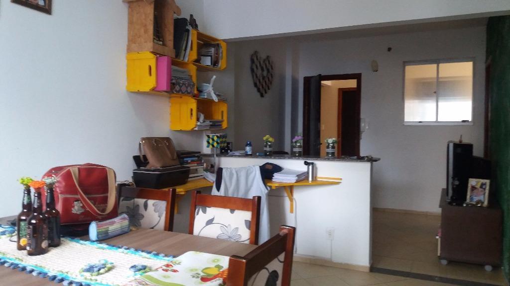 Apto no Centro de Itajai.  Cômodos grandes e bem distribuidos proporcionando conforto e praticidade.
