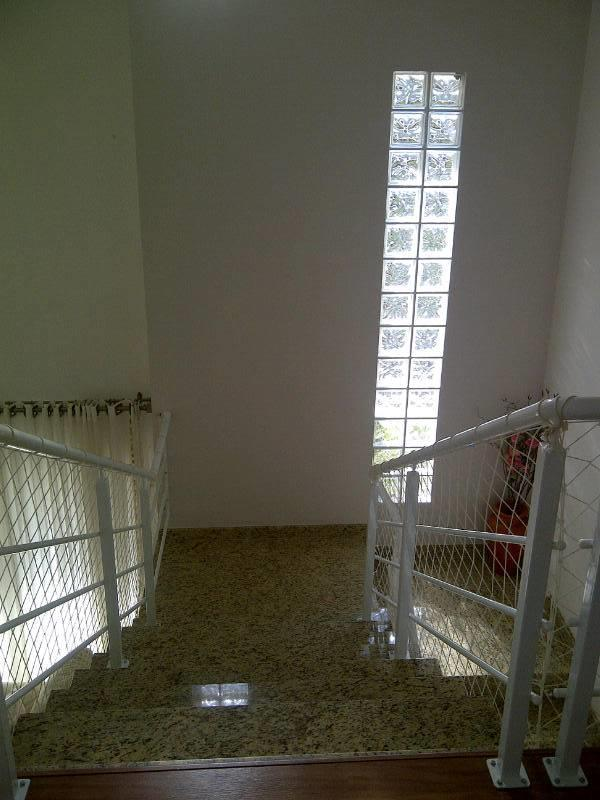 casa 100% mobiliada c/ 01 suíte máster c/ sacada, 01 demi suíte, 01 dormitório c/ sacada,...