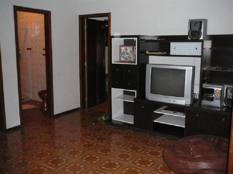 casa c/ 01 suíte, 01 demi-suíte, 01 quarto, 02 wc social, sala de tv/estar, sala íntima/escritório,...