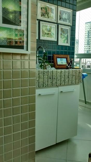 apartamento mobiliado c/ 01 suíte c/ sacada, 01 quarto, sala, cozinha, lavanderia, wc social, sacada c/...