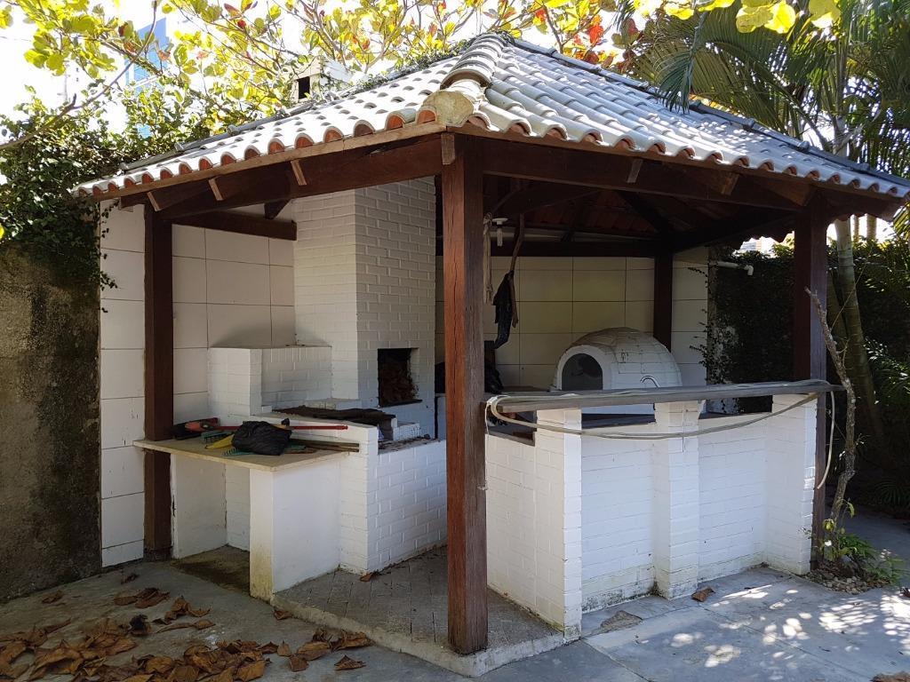 terreno de esquina edificado com casa mista com 2 suítes + 1 quarto, lavabo, sala, cozinha,...