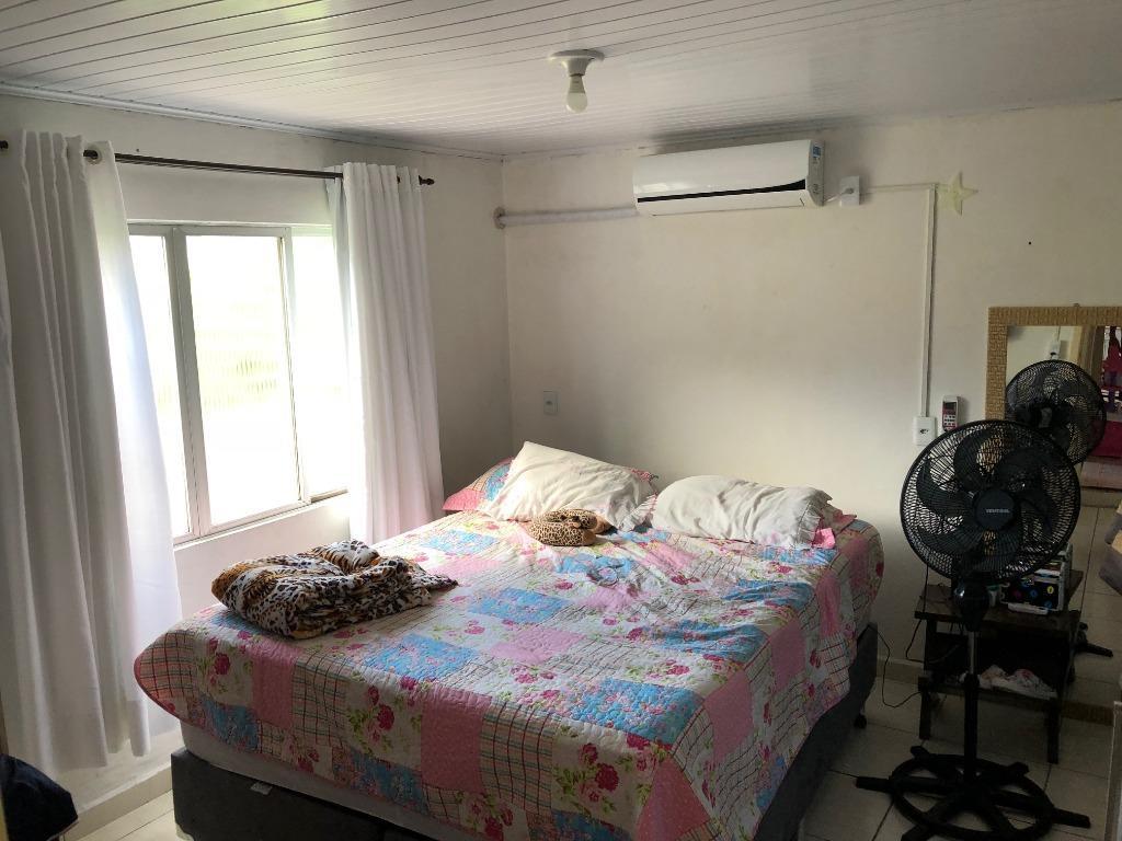 terreno com 260m²(10x26) a 300m da praia, edificado com casa de 4 quartos, 3 banheiros, 2...