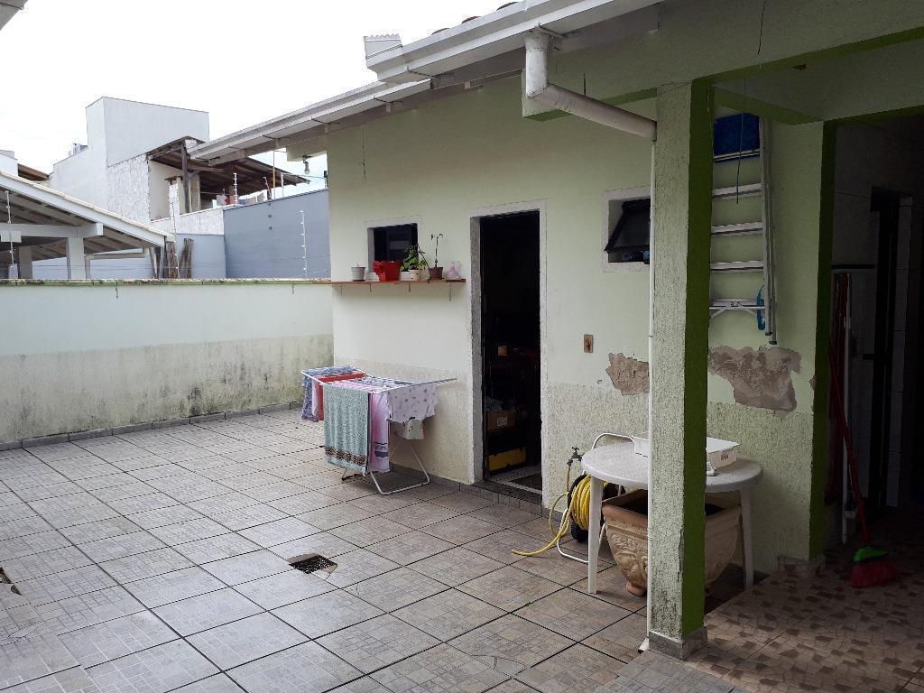 casa c/ 01 suíte, 02 quartos, sala de estar/jantar, cozinha, área de serviço, wc social, churrasqueira,...