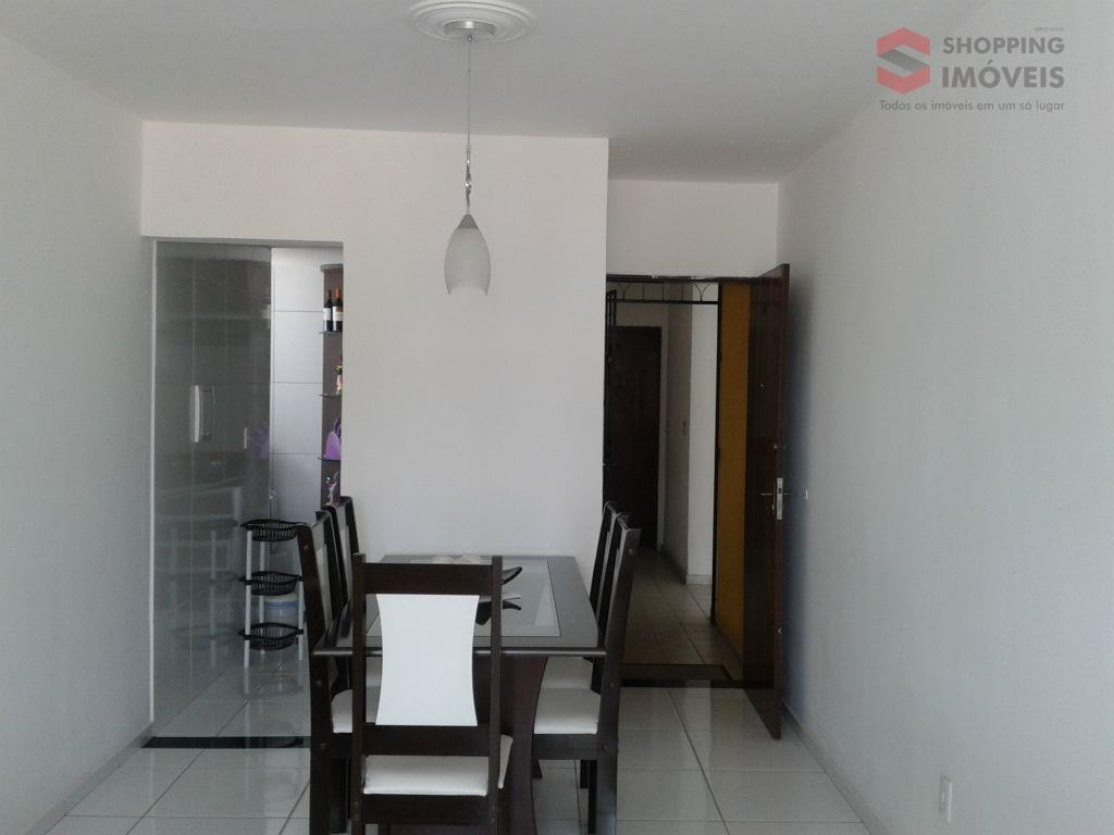Apartamento com 2 quartos, cozinha planejada, fogão cooktop e varanda