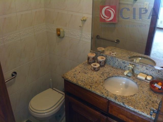 lindo apartamento! quarto e sala, cozinha com espaço para copa, banheiro, área de serviço, dependências reformadas....