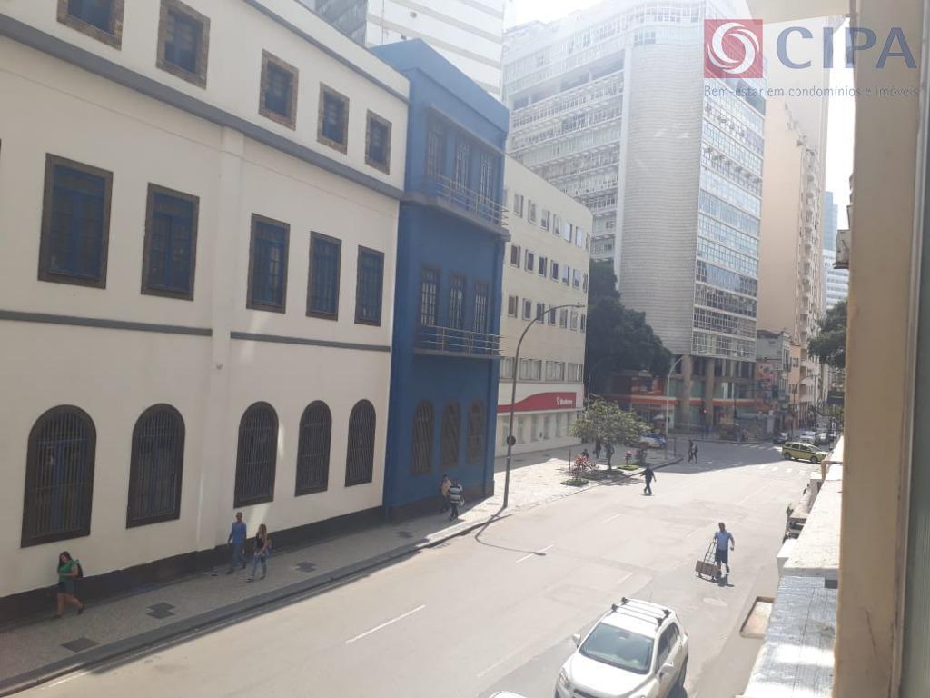 centro, rua evaristo da veiga, próximo a cinelândia, arcos da lapa, aterro do flamengo, farto comercio,...