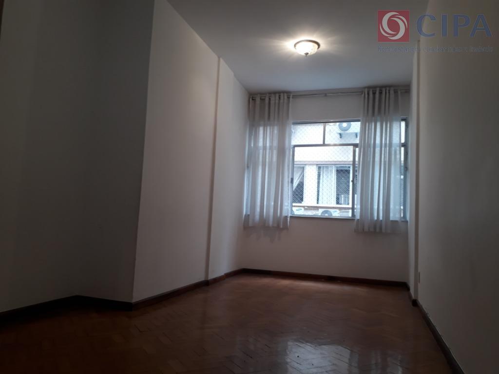 Apartamento com 2 dormitórios à venda, 63 m² por R$ 670.000