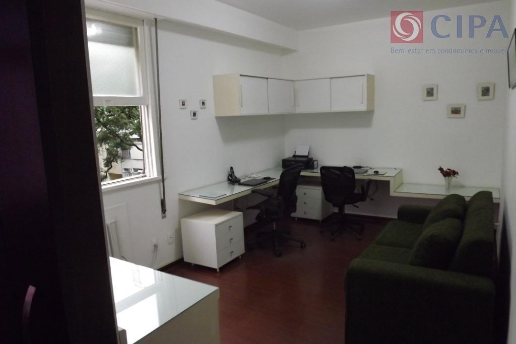 lindíssimo apartamento de 4 quartos com suíte, a 2 quadras da praia de copacabana. amplas sala...
